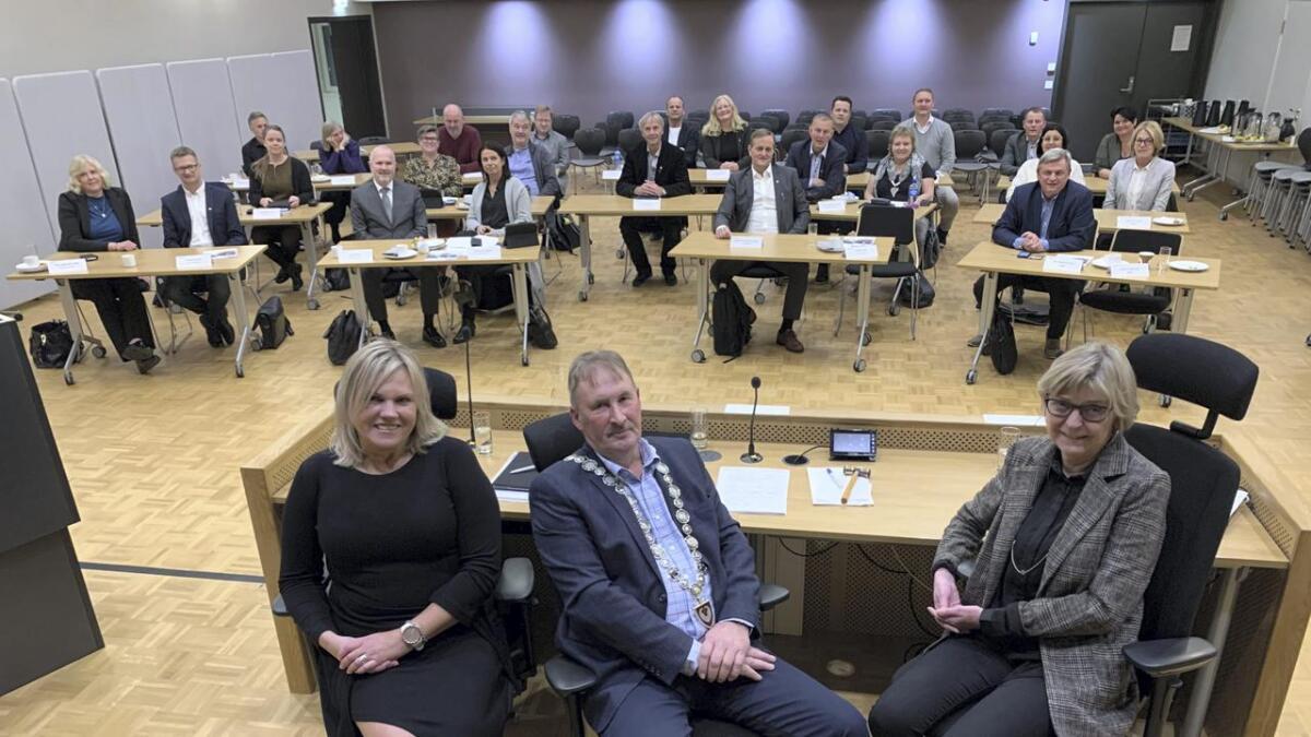 Måndag kveld vart det avgjort, med 14 mot 13 stemmer, at Sammy Olsen (Sp) skal vera ordførar og Ragnfrid Sønstabø (H) skal vera varaordførar i perioden 2019–2022.