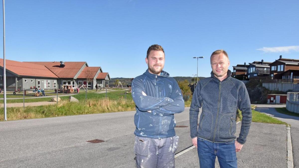 Alexander Etsy Jensen (FrP) og Frode Bakken håper det nå kan bli fortgang i å få på plass buss til Smååsane. Alle