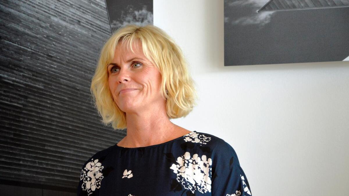 Barnevernsleder Iris Anette Olsen i Arendal kommune forteller at mye har bedret seg i barnevernstjenesten, men at det er fortsatt behov for ressurser. Etter et år i stillingen synes hun jobben er krevende, men svært givende.