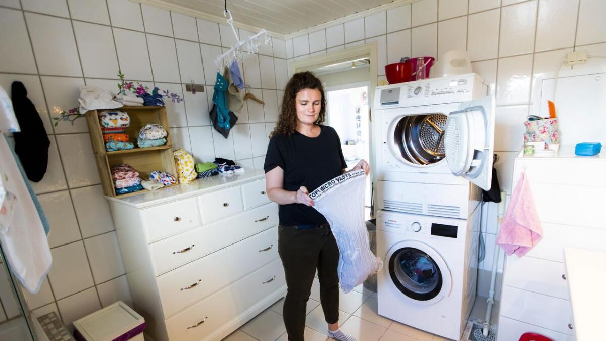 Bronwen Sophia Franke (34) har            gjort flere tiltak for å gjøre baderommet sitt tilnærmet plastfritt. Vaskeposen skal forebygge utslipp av mikroplast fra klærne mens vaskemaskinen går. Hun kjøper artikler i bambustre i stedet for plast,          velger slitesterke tekstiler som varer lenge og to av de tre barna hennes har droppet engangsbleiene til fordel for tøybleier.ALLE