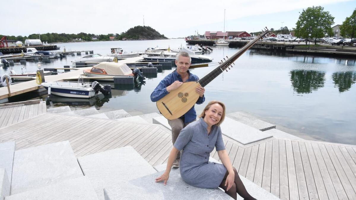 Inger Helen Kilsti og Espen Sørensen utgjør en av postene på årets                                             Ibsen- og Hamsun-program. De skal ta i bruk skonnerten Solrik som scene og fremføre lutt og lyrikk i havna bak dem, «Blodets hvisken». Fra Solrik skal det også fortelles eventyr.