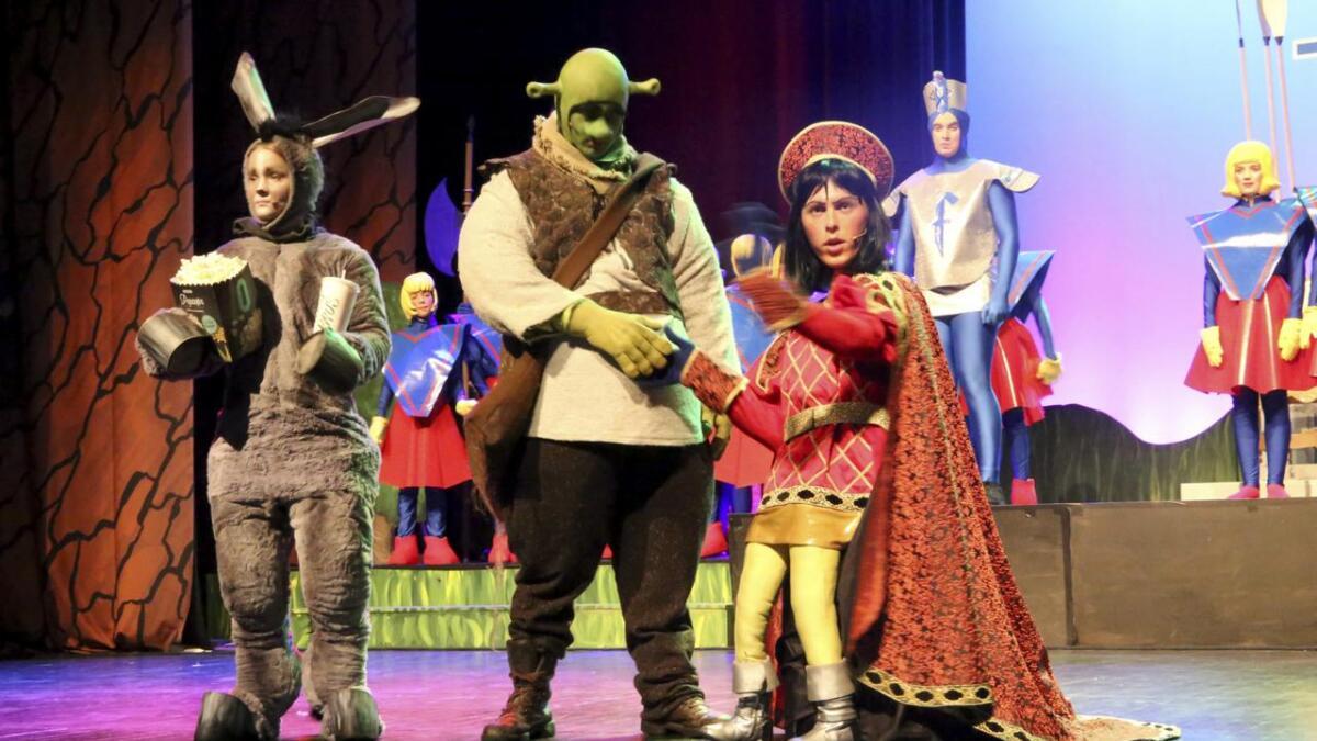 Buer Amatør og barneteater har sett til Broadway i år, og setter opp suksessen «Shrek - The musical».  Begge