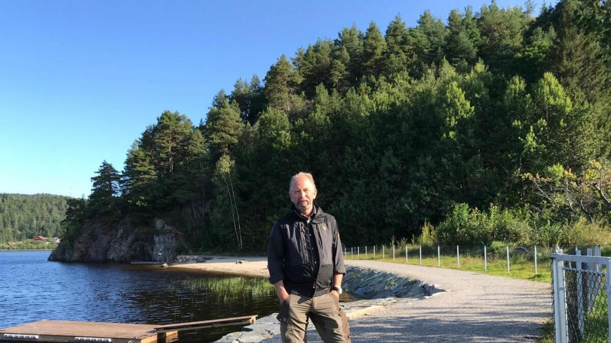 Naturverner Jan Thomassen oppfordrer til å bruke fantasien når strandstien skal tas videre forbi Kuleberget og nordover. – Ikke legg den bare langs vannet, sier han.