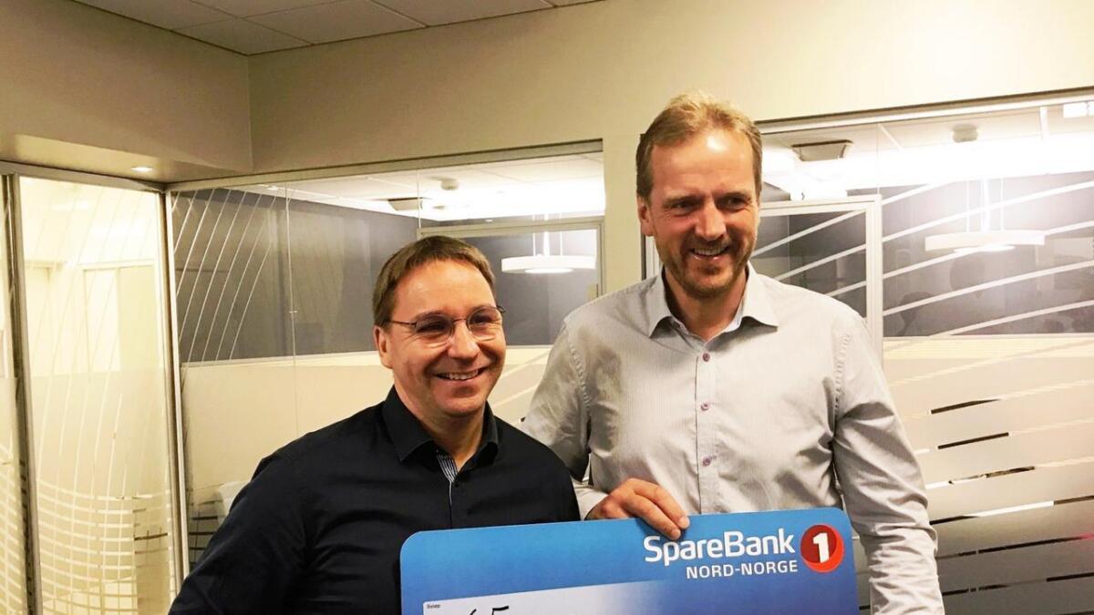 Banksjef Jan Erik Stavum (t.v.) og styremedlem i LVO, Morten Eilertsen (t.h.).