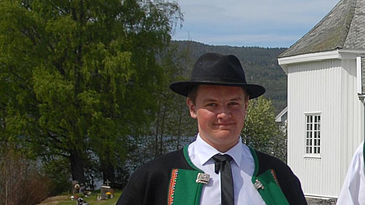 Olav Aakhus (18) frå Bygland er ein godt likt arbeidskar, og kan bli kåra til Noregs hyggelegaste handverkar.