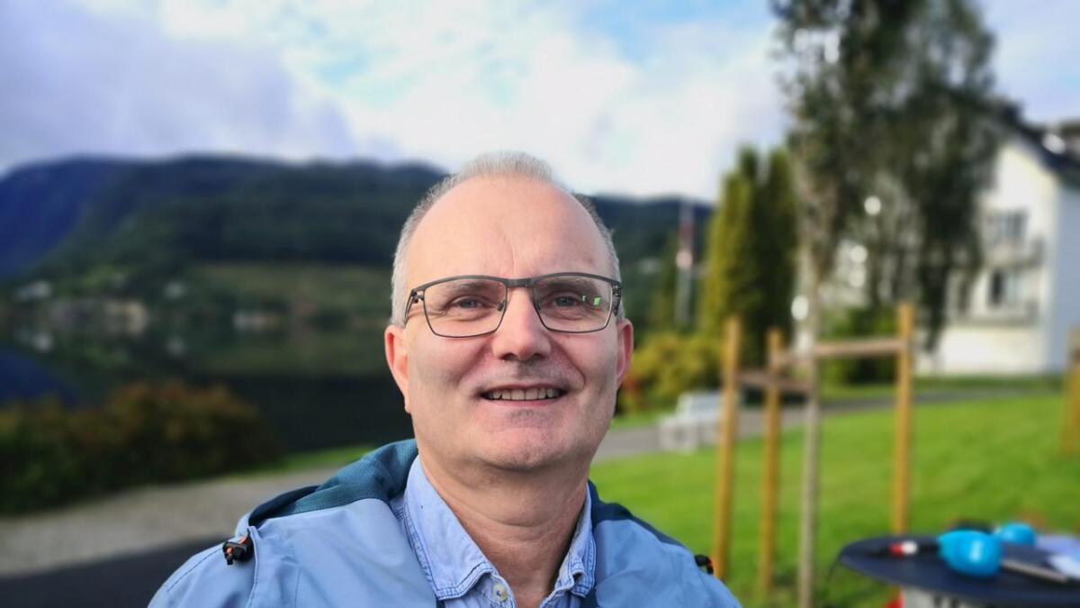 Reidar Meel (V) har ein lang karriere som kommune-byråkrat. No er han aktiv politikar, og 1. kandidat for Venstre.