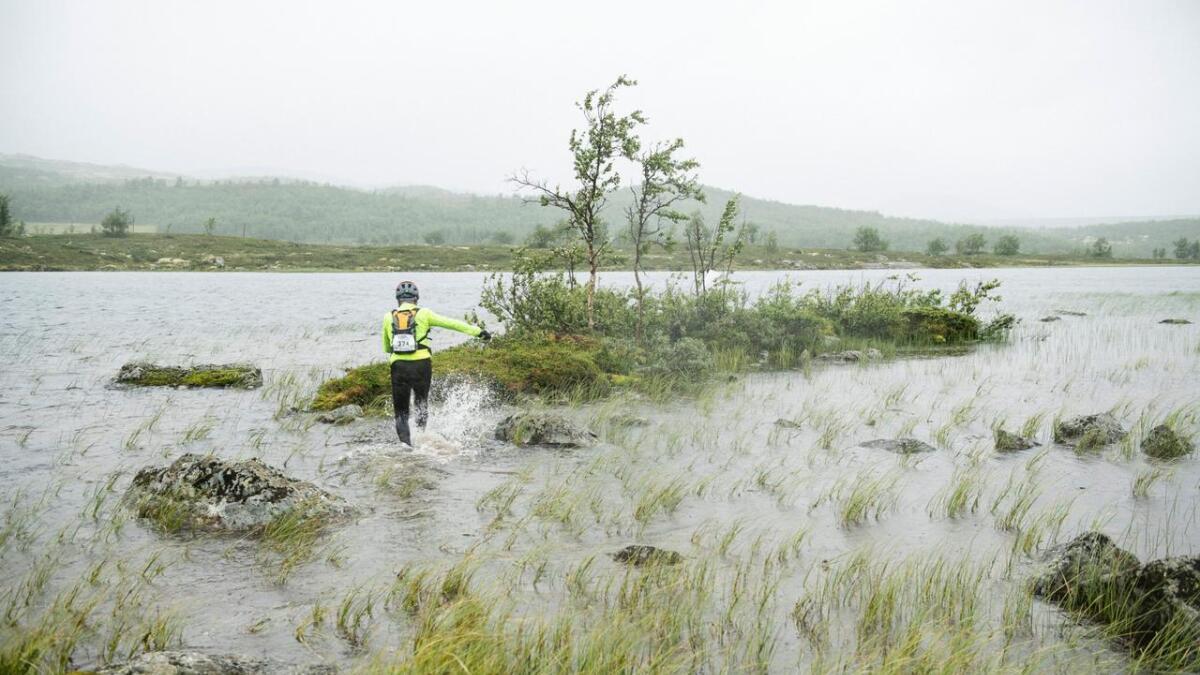 Deltakarane måtte ferdast både til land og til strand under årets Aim Challenge i Hemsedal.