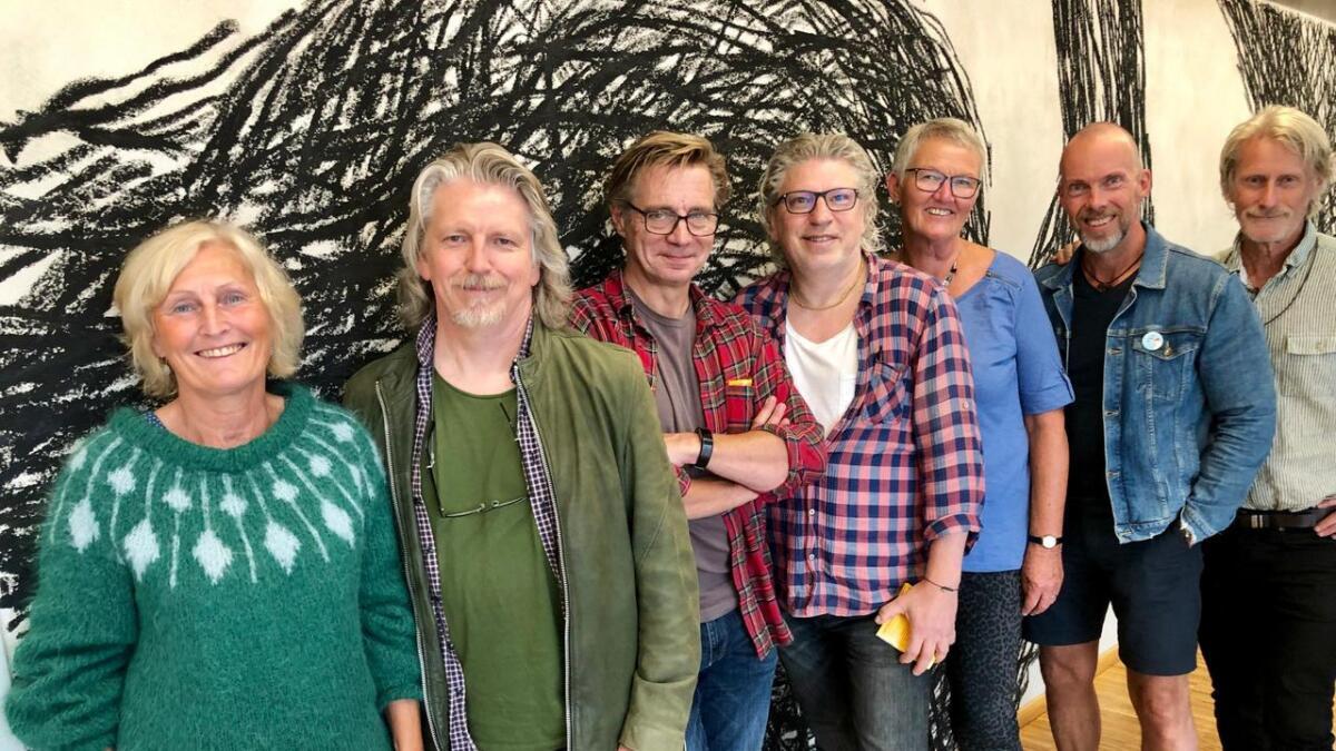 Vigdis O. Christensen, Jørn Størkson, Preben Karlsen, Anders Skog, Åse Gjennestad, Pål Koren Pedersen og Frank Kvarstein. Inger Haugan Aasland var ikke til stede.
