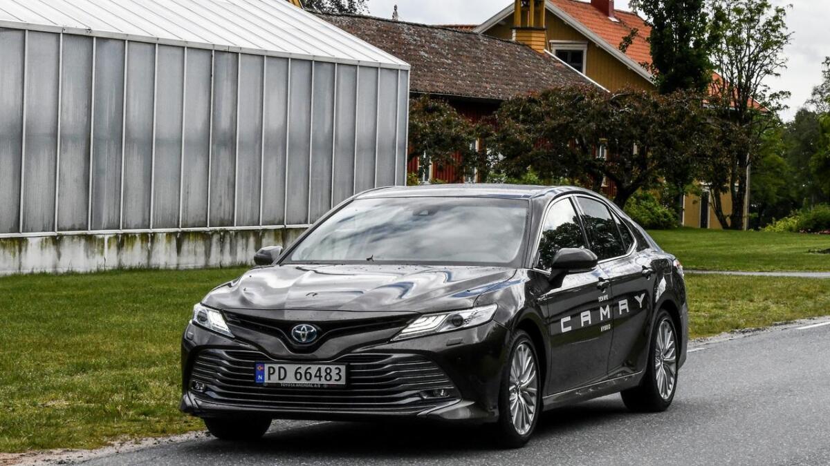 Toyota gjør et solid comeback med Camry, som er blitt en hybridbil med førsteklasses egenskaper.