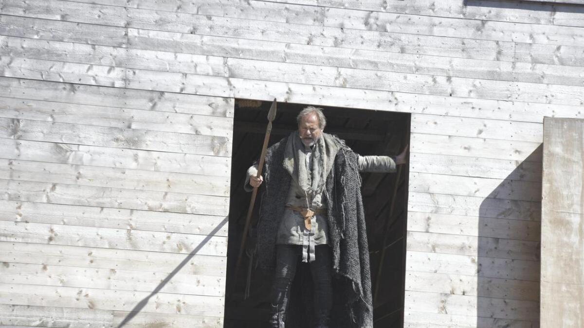 Regissør Svein Tindberg i rolla som Tore Hund