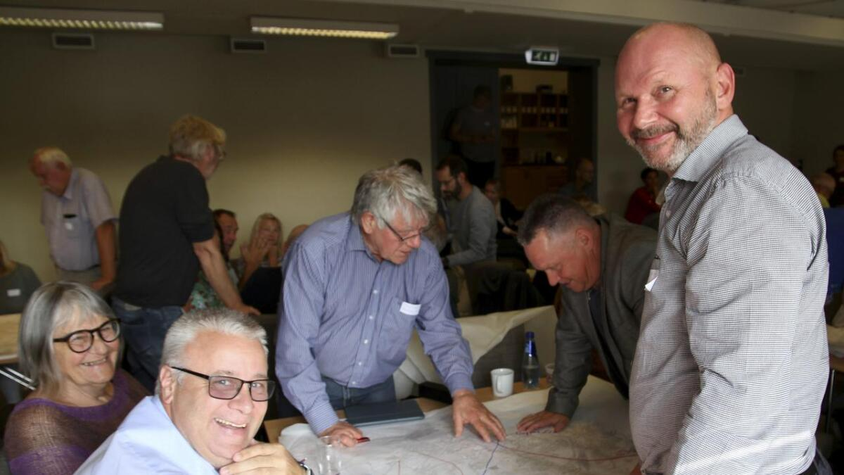 Bård Hoksrud (FrP), Siren Johnsen (V), Tore Buer (Sp), Knut Morten Johansen (FrP) og Robert Welfler (FrP) ble enige om veiløsninger. ALLE