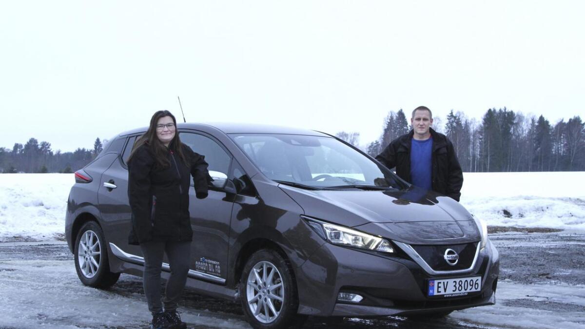 – Det tok ikke lang tid å bli kvitt angsten for å kjøre tom for strøm. Rekkevidden til Nissan Leaf på vinterføre overrasket oss, sier Heidi Margrethe og Kjell Arne Hagen fra Fenstad.
