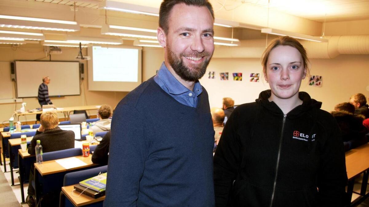 Kristian Isaksen og Tine Vestby fra Bodø er jevnlig på Melbu for å ta samlinger som studenter på elektro-tilbudet til teknosk fagskole på Melbu. Utdannelsen kommer til å gjøre dem til lederspirer.