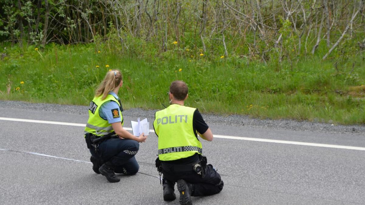Politiet gjorde undersøkelser på stedet etter dødsulykken.