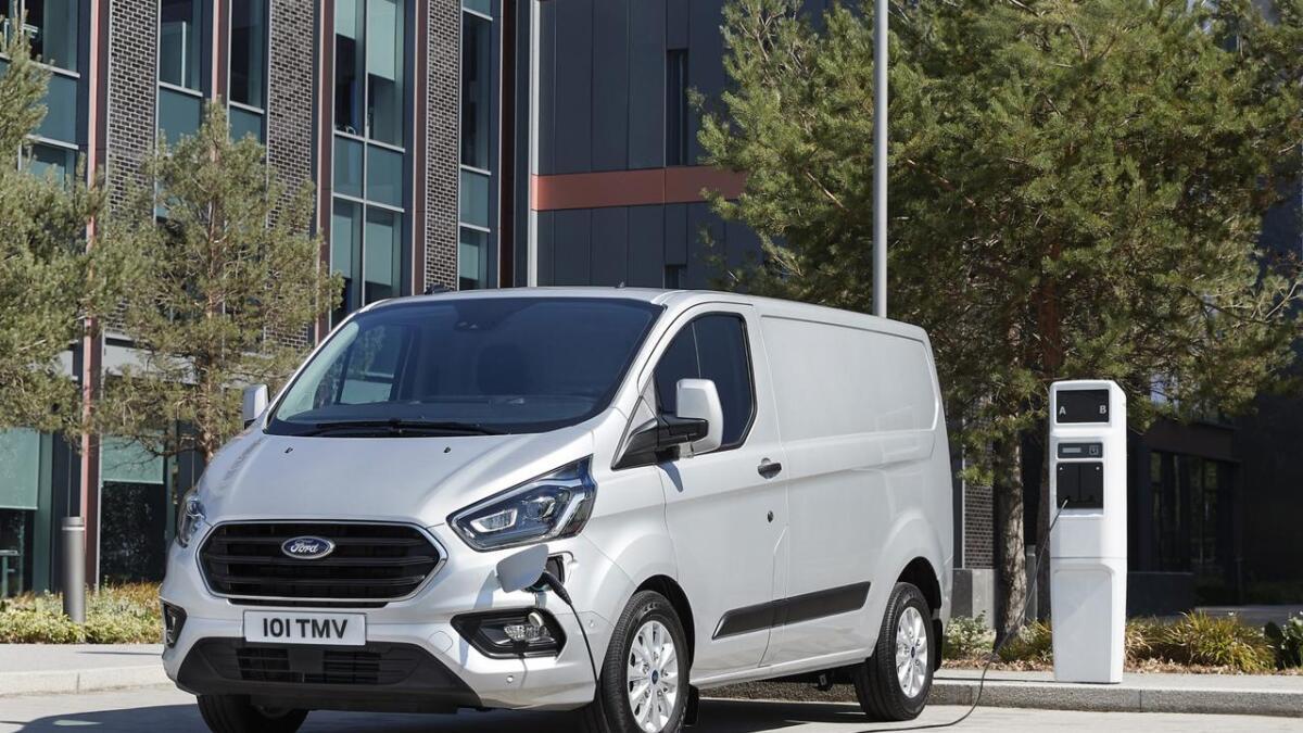 Ford Transit Custom skal ha ei elektrisk rekkevidde på 43 kilometer.