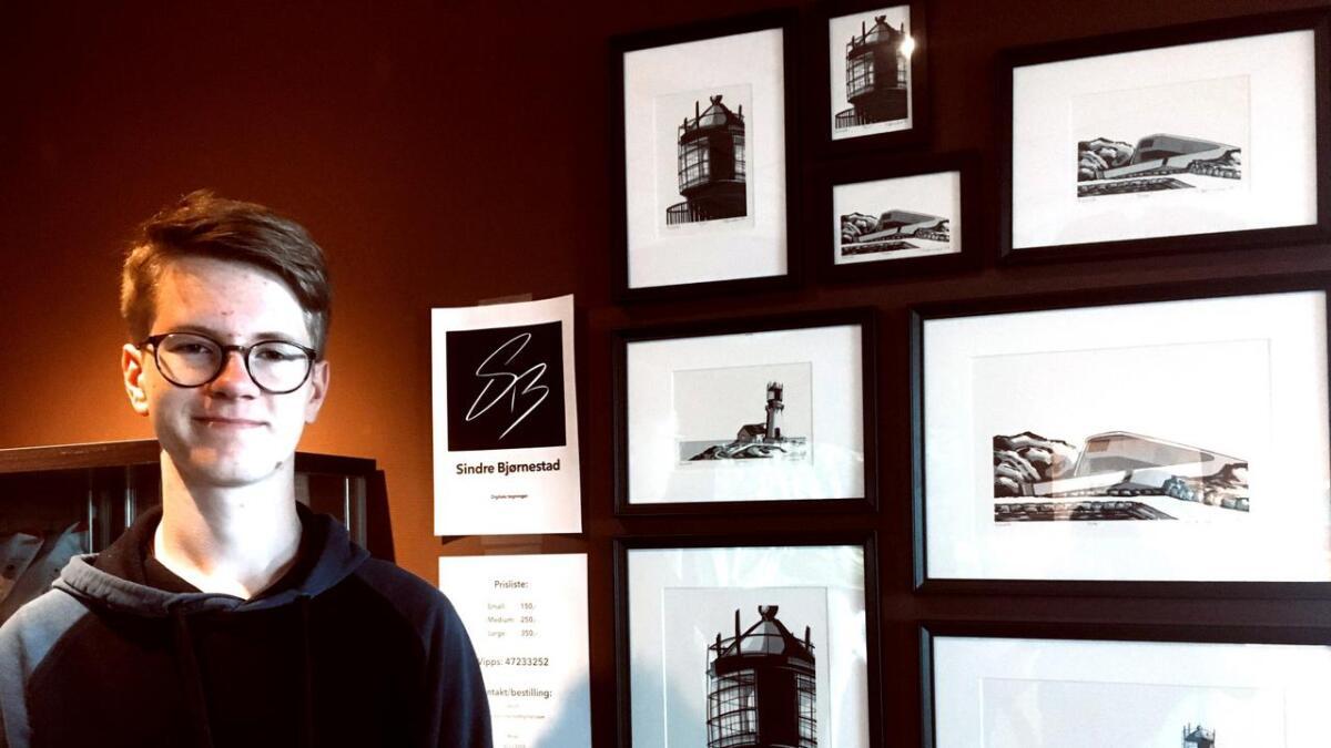 Venndølen Sindre Bjørnestad har i sommer hatt salgsutstilling på Lindesnes Havhotell med sine egne bilder.