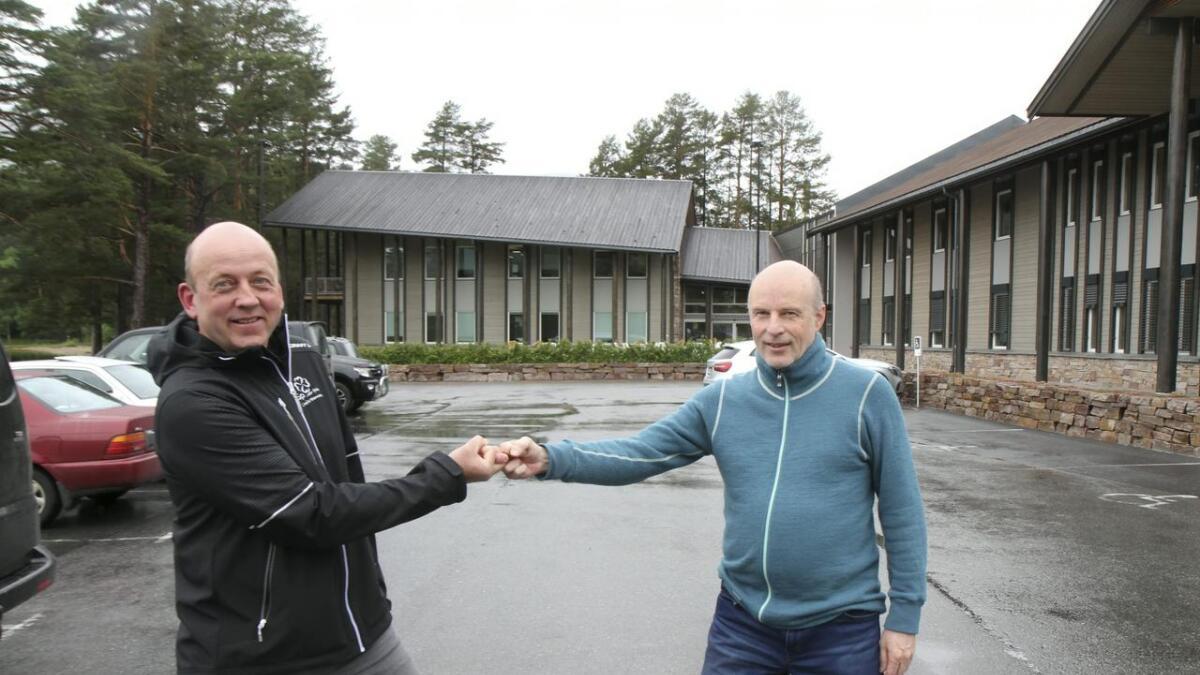 Kjell Sverre Thoresen (t.v.) og Erik Skjervagen representerer Senterpartiet og Arbeidarpartiet.
