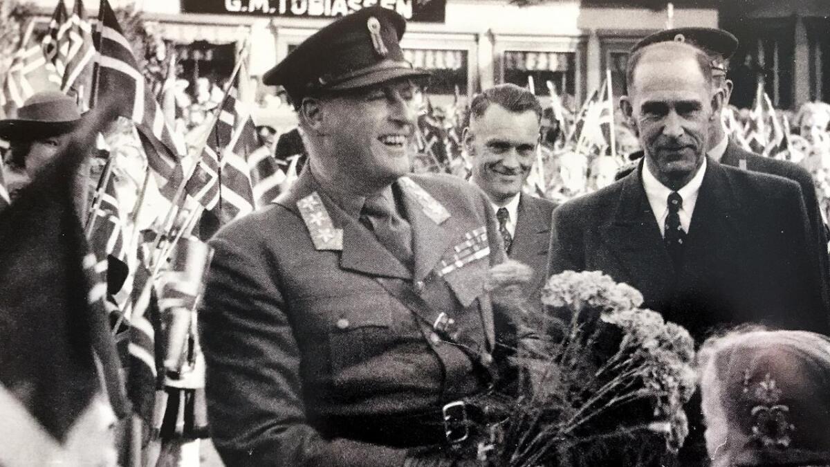 Kronprins Olav (f.v.), Trygve Skretting og G.E. Gundersen.