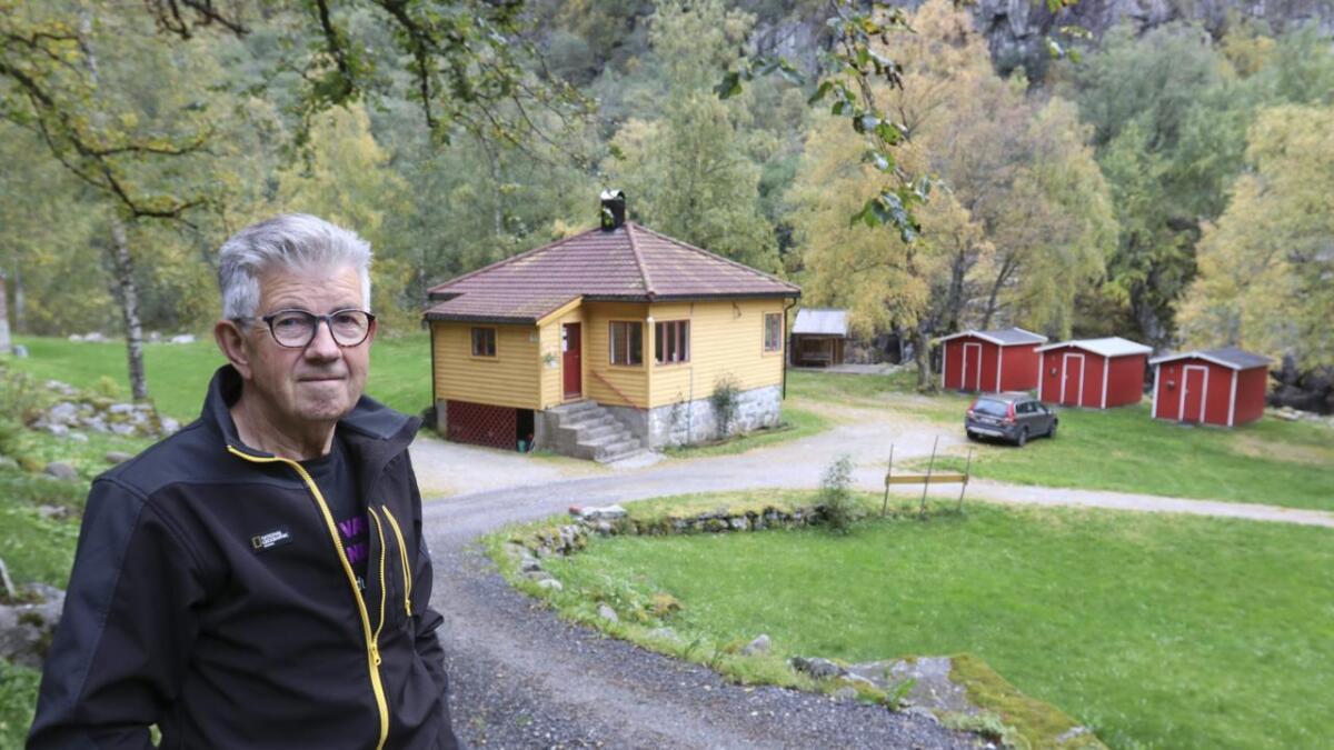 Reidar Kleivkås vart ganske paff då han kom til campingen i Øvre Eidfjord og fann ut at det hadde vore innbrot. No er han spent på kva politiet kan finna ut.