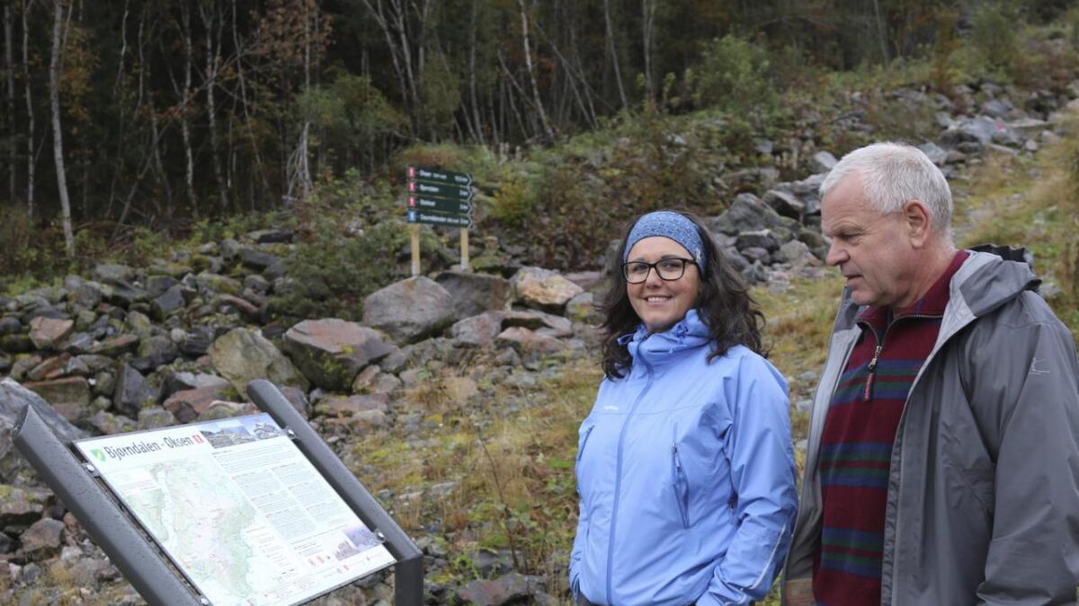 Anne Lorentzen og Hermann Ovrid har vore del av ein ivrig merkegjeng som har sytt for trygge ruter for fjellturar i Granvin.