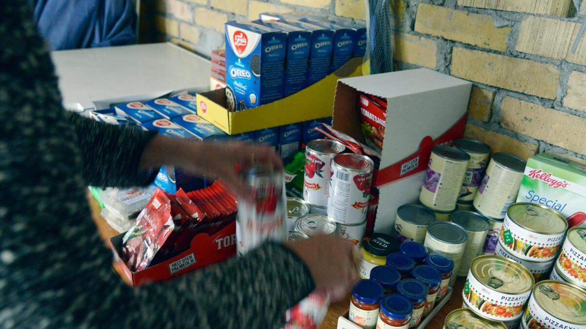 Et ektepar fra Skien leverer frivillig mat til 23 familier ukentlig.