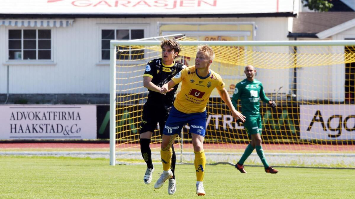 Kristoffer Tønnessen skal spille for Start i tiden fremover. Her fra da Jerv møtte Start i en treningskamp på Levermyr tidligere i år.