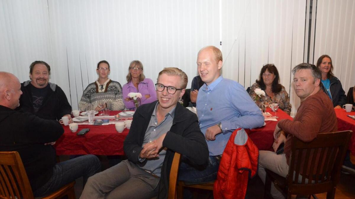 Andreas Ingebretsen er spent før valgresultatene kommer. Her fra Campino og Frps valgvake.