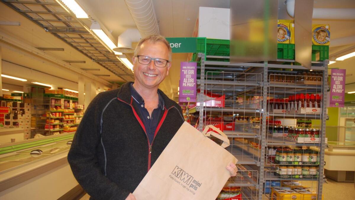Ole Haus Olsen er administrerende direktør i Ole Olsen Mat AS, som driver Kiwi-butikken i Lillesand sentrum.