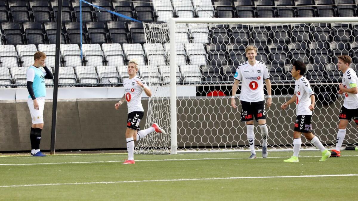 Marius Bustgaard Larsen etter scoringen som ble avgjørende.