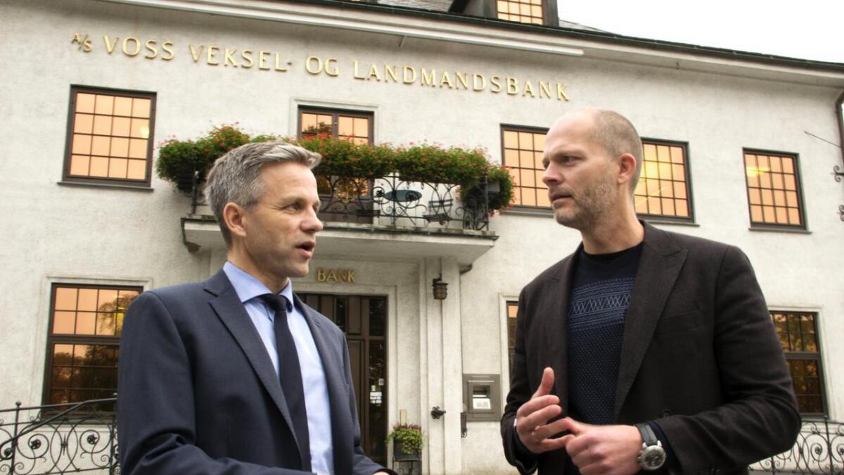Banksjef Stig Gunnar Røthe (t.v.) og politikar Tom Jarle Istad Kristiansen er samde om at nye kapitalkrav til bankane vil verka konkurransevridande. – For Vekselbanken vil endringa innebera 200-300 færre millionar til utlån, seier Røthe.