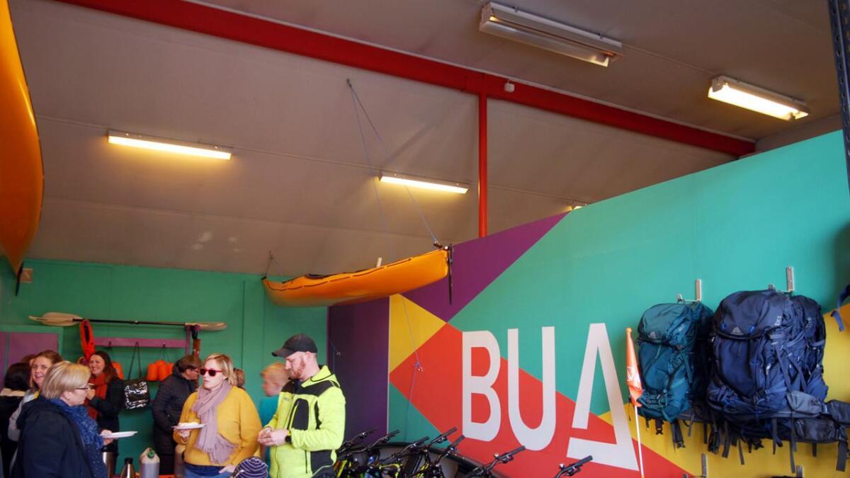 Men snart blir det ski og støvler, snøbrett og skøyter i Bua.
