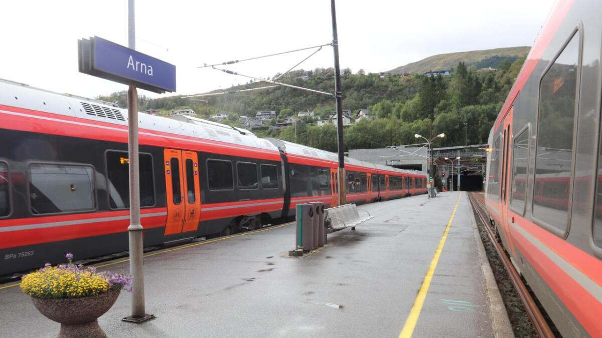 Toga på Bergensbanen kjem til å stå mellom klokka 12 og 14 torsdag.