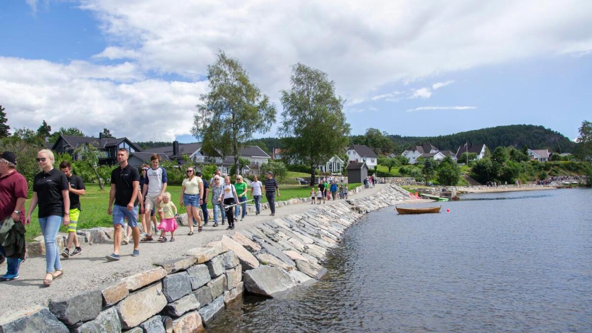 Plan- og økonomiutvalget debatterte den nye Strandstien i rundt to timer, uten at de fikk avklart nye ting om det er tillatt for almennheten å ferdes ved vannet langs fjorden.