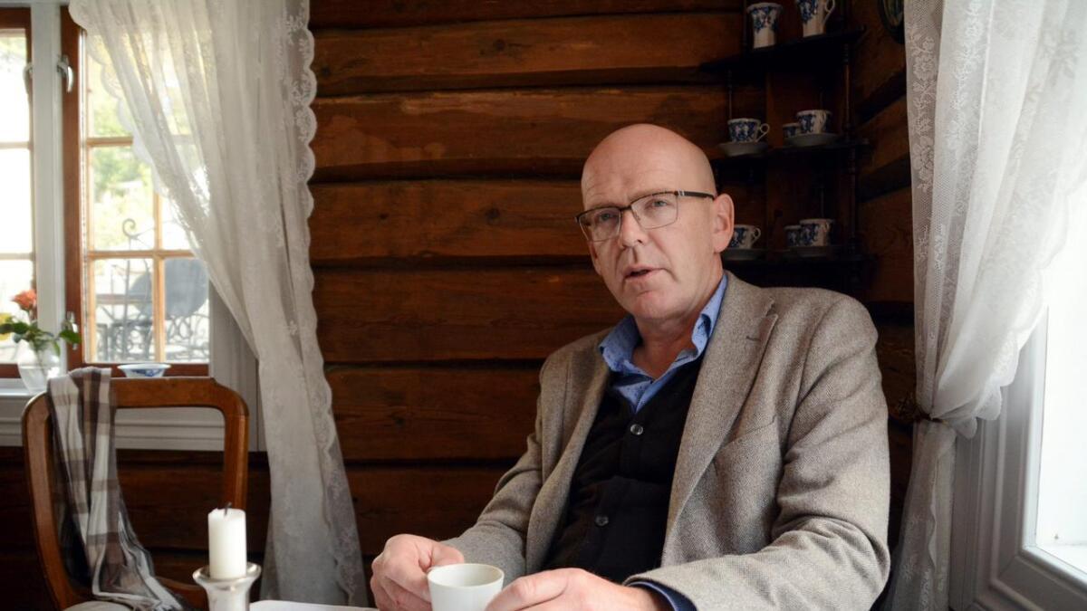 Tidligere ordfører Hans Antonsen skriver her om sitt syn på behandlingen av varsler-saken. «Eg såg på dei som nokre av stjernene på rådhuset, Ragnar Holvik, Ivar Lyngstad, Bente Somdal og Helge Moen», forteller han i innlegget.. Bildet er tatt ved en tidligere anledning.
