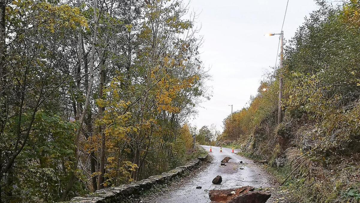 Skreiavegen på Vaksdal vil verta stengt for gjennom-køyring ei god stund framover.