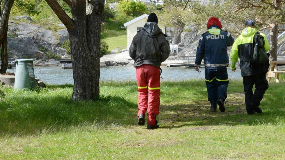 Både, Statens naturoppsyn, politiet og fylkesmannen var på stedet for å se på forurensingen.
