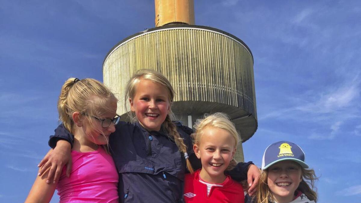 Mathilde Petterson Sandvik (f.v.), Sigrid Willassen Haugan, Guri Kvamme Ringheim og Gjendine Hoft Solstad var stolte då dei kom til topps.