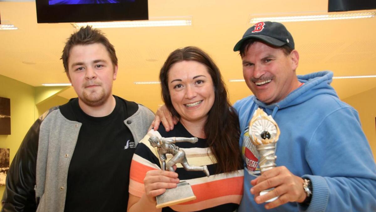 Modalstunet vann også denne gongen VP-serien i bowling. Frå venstre Morten Helland, Anne-Hilde Skadal og Paul Buckler.