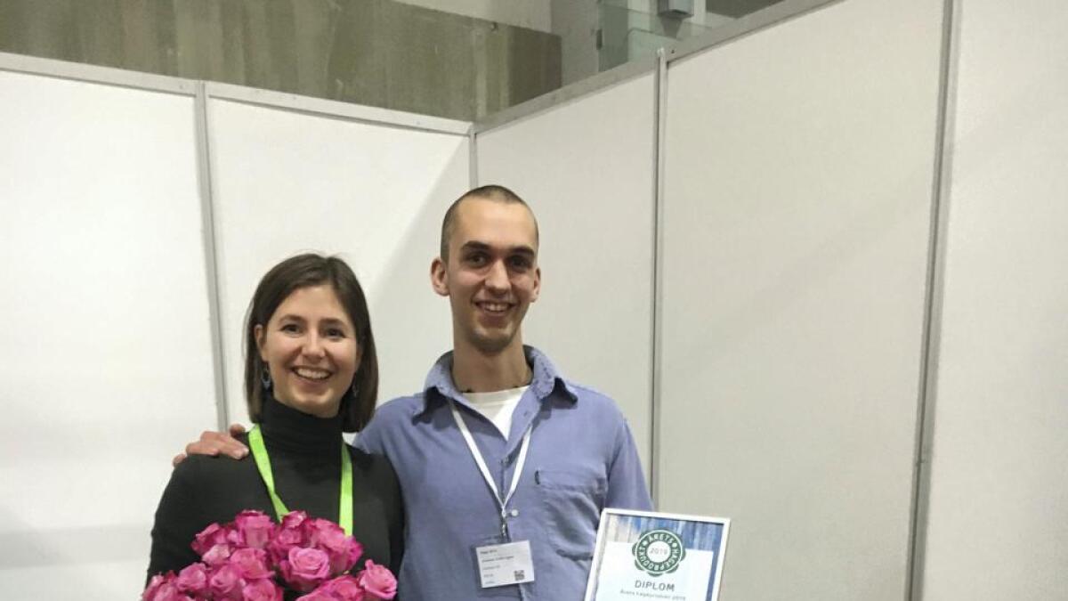Invertapro vann prisen «Årets hageprodukt» under den store Hagemessen på Lillestrøm i helga. Johannes Gudolf Irgens og Marie Rødsten Sagen jublar for prisen