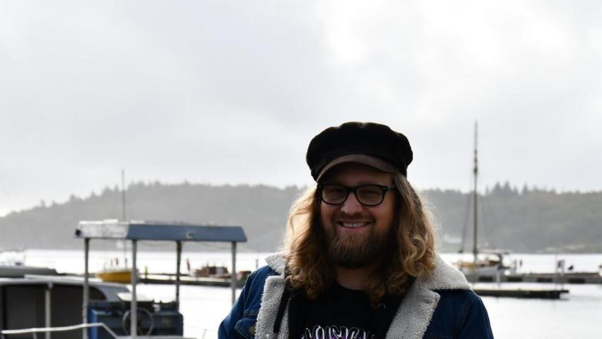 På Terje Ellefsens siste singelslippkonsert blir det rocka tema, og Ellefsen skal spille elgitar etter det han selv beskriver som «fattig evne».