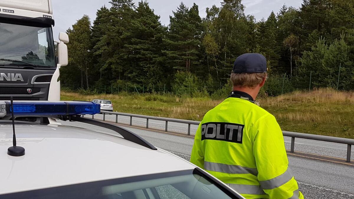 UP holder ofte kontroller på E18 i Fevikmarka.