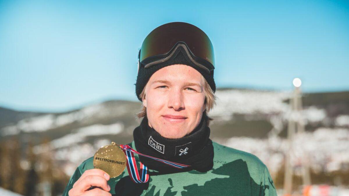 Stian Kleivdal fekk med seg NM-gull og kongepokal frå NM i snowboard. (Process films)