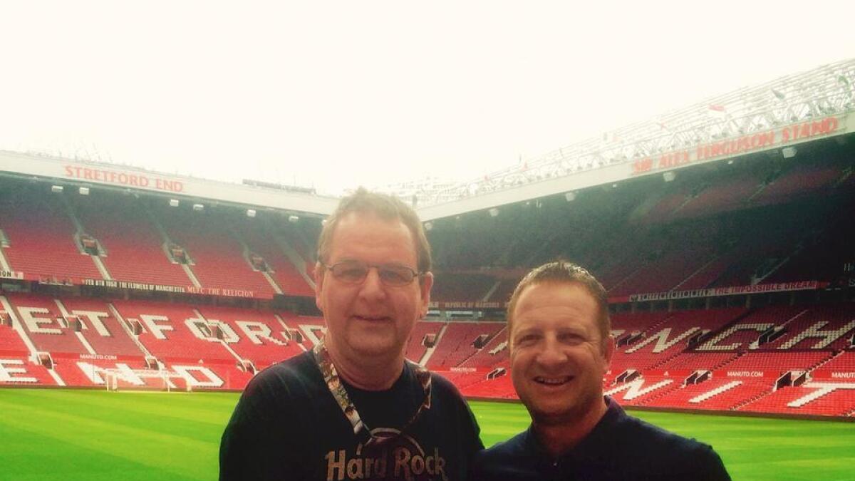 Arne møtte tidlegare Unitedspelar Lee Martin på Old Trafford.  (Privat bilete)