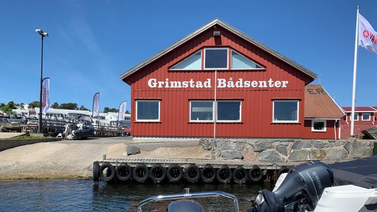 Grimstad Bådsenter lånte oss båten, det var jo hyggelig! Takk for lånet!