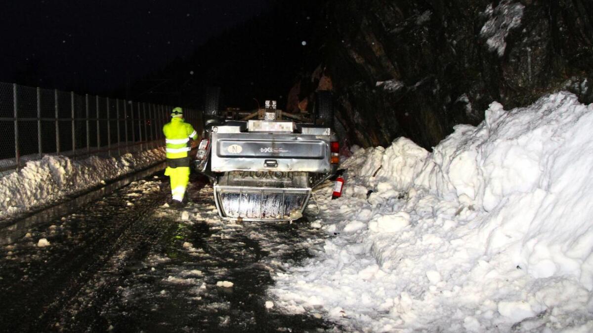 Føreren traff snøen og isen på bildet, og mistet herredømmet kontrollen over bilen.