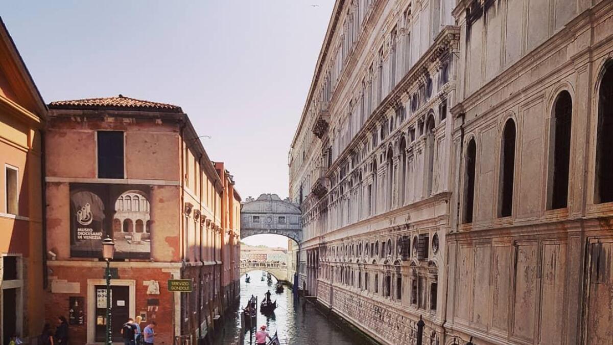 Gondolene i Venezia er en opplevelse for seg.
