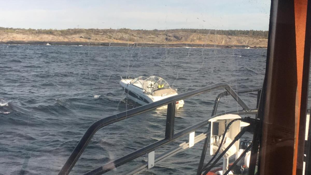 Inge Steensland lokaliserer en daycruiser som driver. Det viste seg at båten var meldt stjålet.
