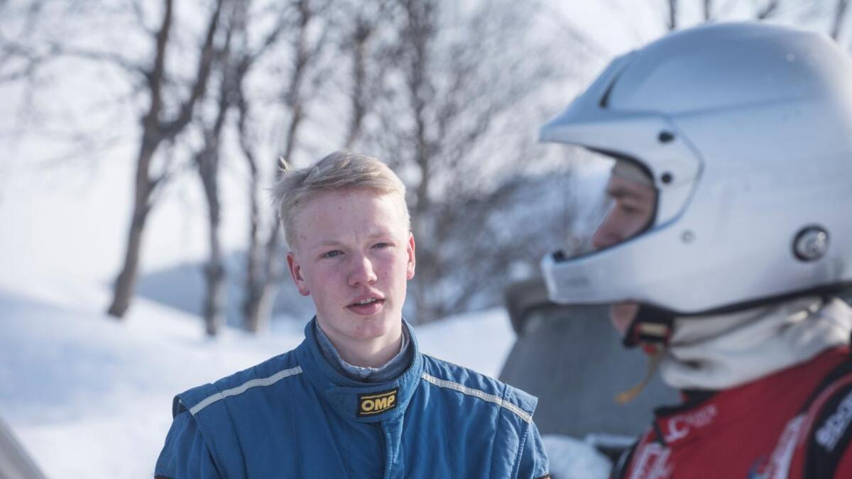 Laurdag køyrde Lars Løstegård frå Gol inn til fyrsteplass i juniorklassa i Landskamp.no sitt bilcrossløp på Momarken.