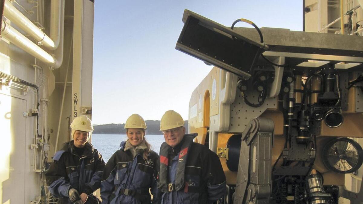Heidi Kjennbakken, Mari Bruvik Nieuwenhuizen og Haflidi Haflidason om bord på forskingsfartøyet Geo Sars.