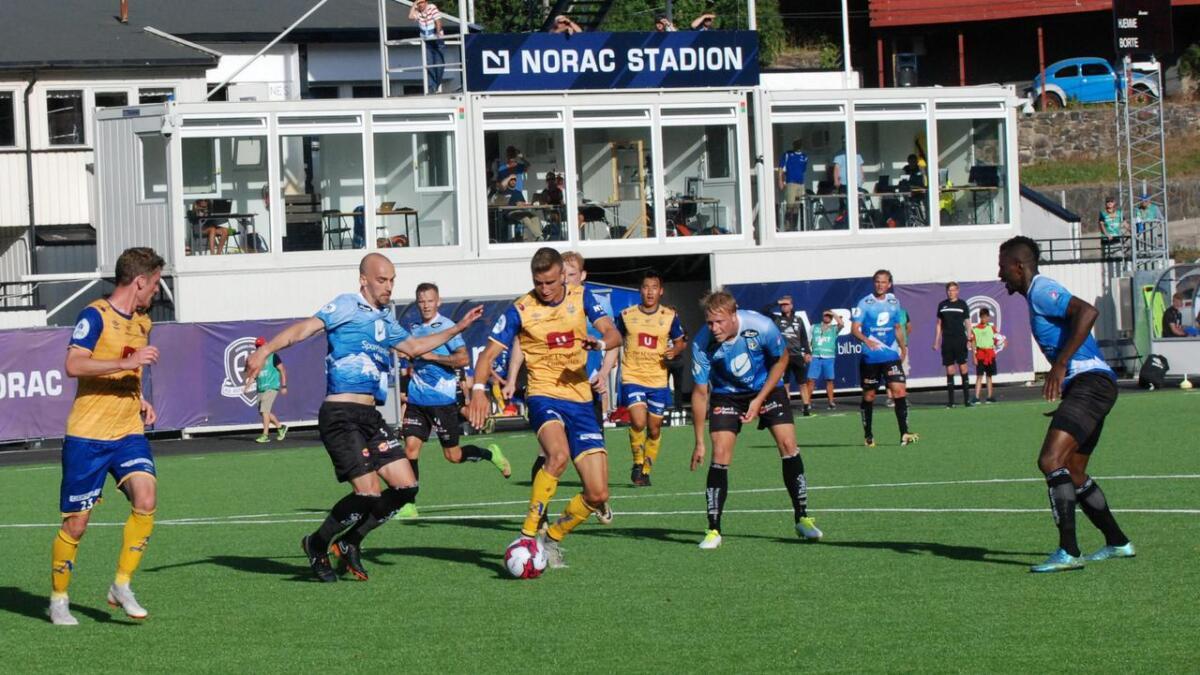 Jerv kan bli nødt til å spille hjemmekampen mot Kongsvinger i siste serierunde et annet sted enn Levermyr. Her fra «hjemmekampen» mot Sogndal på Norac stadion i Arendal i fjor sommer.